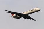 もえさんが、羽田空港で撮影した日本航空 MD-81 (DC-9-81)の航空フォト(写真)