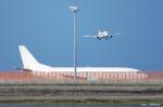 やまちゃんKさんが、那覇空港で撮影した日本トランスオーシャン航空 737-4Q3の航空フォト(写真)