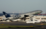 Koenig117さんが、羽田空港で撮影したアリタリア航空 777-243/ERの航空フォト(写真)