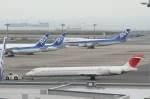 ゆーえすえあふぉーすかーごさんが、羽田空港で撮影した日本航空 MD-90-30の航空フォト(写真)