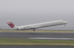 地主さんが、羽田空港で撮影した日本航空 MD-90-30の航空フォト(写真)