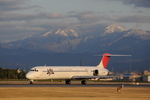 ろ~れる@TAKさんが、松山空港で撮影した日本航空 MD-81 (DC-9-81)の航空フォト(写真)