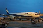 ktaroさんが、福岡空港で撮影した全日空 777-281/ERの航空フォト(写真)