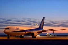 tohruさんが、羽田空港で撮影した全日空 767-381の航空フォト(写真)