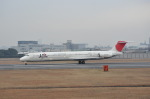 おがにーさんが、伊丹空港で撮影した日本航空 MD-81 (DC-9-81)の航空フォト(写真)