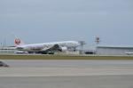 つかささんが、那覇空港で撮影した日本航空 777-246の航空フォト(写真)