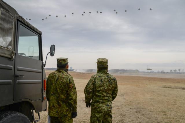 イベント画像 1枚目:習志野演習場での空挺降下