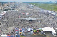 ニュース画像 3枚目:フライトラインに多くの見学者、2日間で13万5,000人が来場