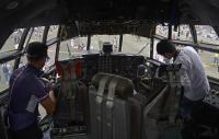 ニュース画像 10枚目:C-130のコクピット見学