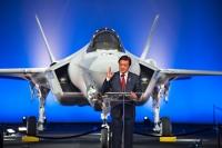 ニュース画像 1枚目:ロールアウト式典での若宮防衛副大臣