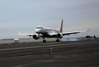 ニュース画像:三菱航空機、MRJ飛行試験機4号機のモーゼスレイク到着時の様子を公開