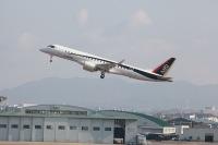 ニュース画像:三菱航空機、MRJ飛行試験機3号機「JA23MJ」で初飛行 2時間4分