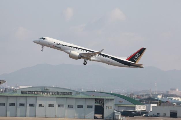 ニュース画像 1枚目:県営名古屋空港を離陸するMRJ 3号機「JA23MJ」