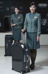 ニュース画像 2枚目:スーツケース横に電子タグ