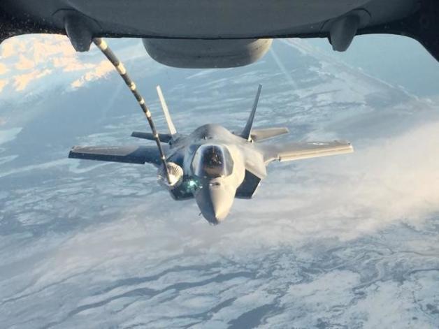 ニュース画像 1枚目:エルメンドルフ・リチャードソン統合基地近くでのF-35B