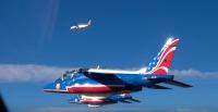 ニュース画像:エールフランス787と垂直尾翼に星を描いたアルファジェット 【動画】