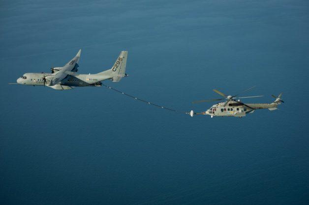 ニュース画像 1枚目:C-295WとH225Mカラカルの空中給油