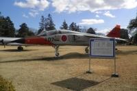 ニュース画像:空自岐阜基地、保存中のT−2高等練習機を航空機展示場へ移動