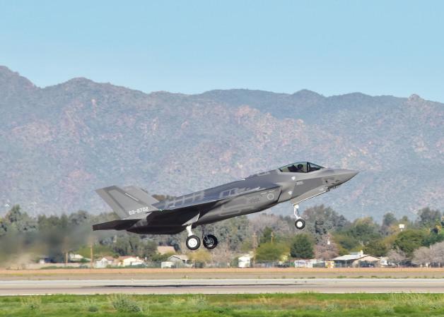 ニュース画像 1枚目:100ソーティを達成した空自向けF-35A