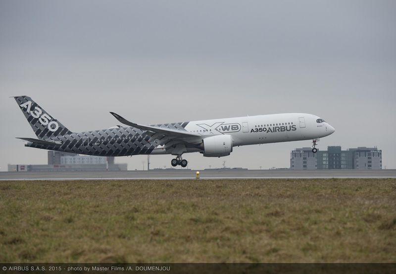 ニュース画像 1枚目:A350 XWB テスト2号機がパリ、シャルル・ド・ゴールに着陸