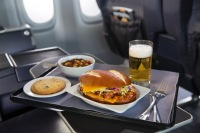 ニュース画像:ユナイテッド・エクスプレス、プレミアムクラスで新しい機内食サービス