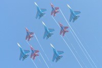 ニュース画像:MAKS航空ショー、ロシアン・ナイツ、スウィフツ、ファルコンズが競演