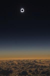 ニュース画像:アラスカ航空、北米横断の皆既日食を楽しむチャーター便を運航 8月21日
