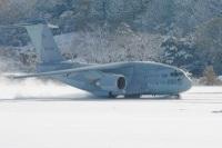 ニュース画像:XC-2の積雪滑走路試験