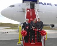ニュース画像 2枚目:2009年2月に777F初号機が納入された