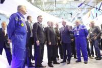 ニュース画像:MAKS国際航空ショー開幕、プーチン大統領がMC-21の説明受ける
