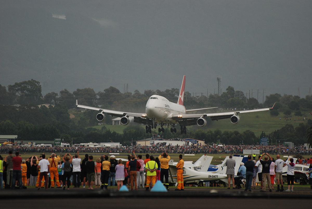 ニュース画像 1枚目:「VH-OJA」がイラワラ・リージョナル空港に着陸