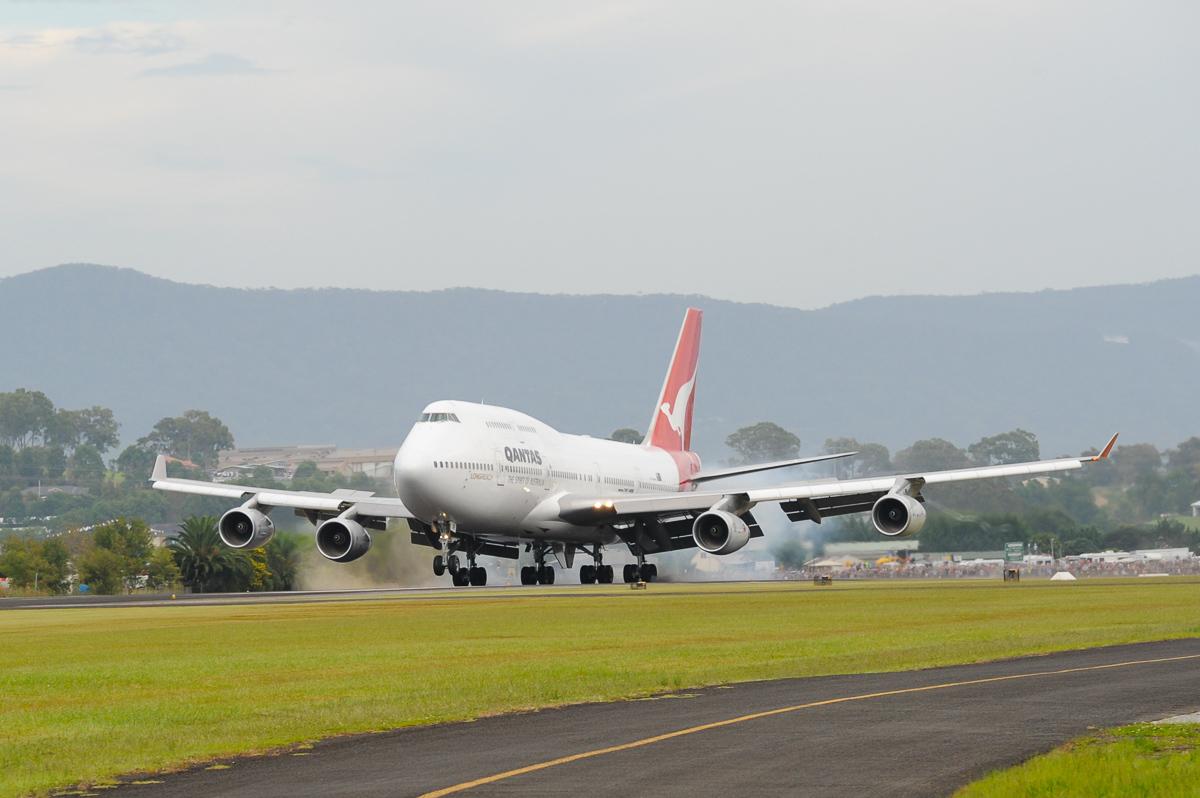 ニュース画像 1枚目:カンタス747-400初号機「VH-OJA」 イラワラ空港にラストランディング