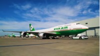 ニュース画像 1枚目:エバー航空の747-400、Facebook動画から
