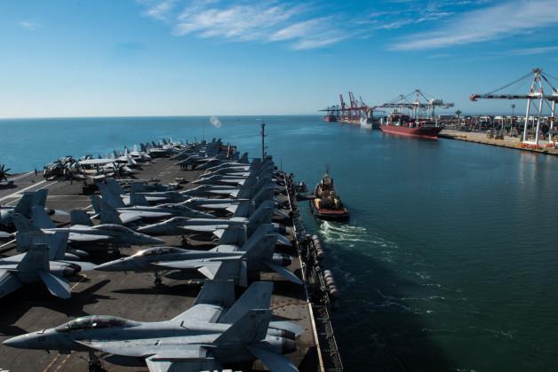 ニュース画像 1枚目:ブリスベンに入港したCVN-76