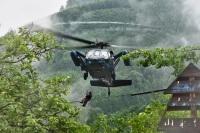 ニュース画像 1枚目:航空自衛隊、ホイスト救助