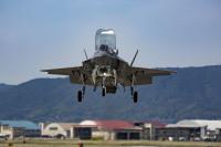 ニュース画像:三沢基地、初のF-35が岩国から飛来 B-1Bもアンダーセン基地から到着