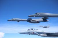 ニュース画像:空自とアメリカ空軍、9月9日に東シナ海でF-15とB-1Bが編隊航法訓練