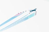 ニュース画像:レッド・アローズ、ドーハでカタール航空A350と編隊飛行 20周年で