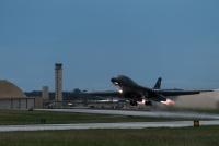 ニュース画像 1枚目:夜間訓練に離陸するB-1Bランサー
