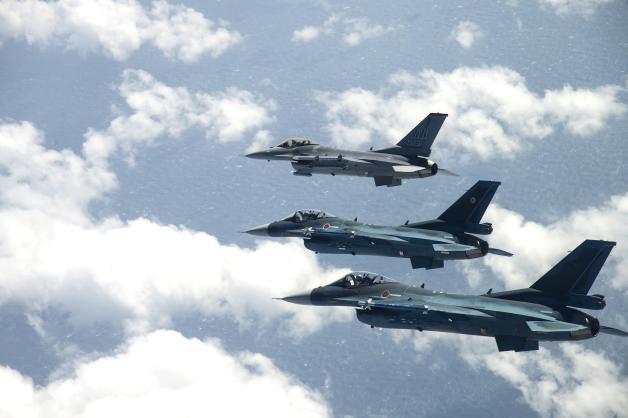 ニュース画像 1枚目:F-16C「92-3913」とF-2A「43-8526」「13-8557」