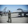 ニュース画像 4枚目:9月30日の築城基地に到着したF-16C、後ろにはブルーインパルスも
