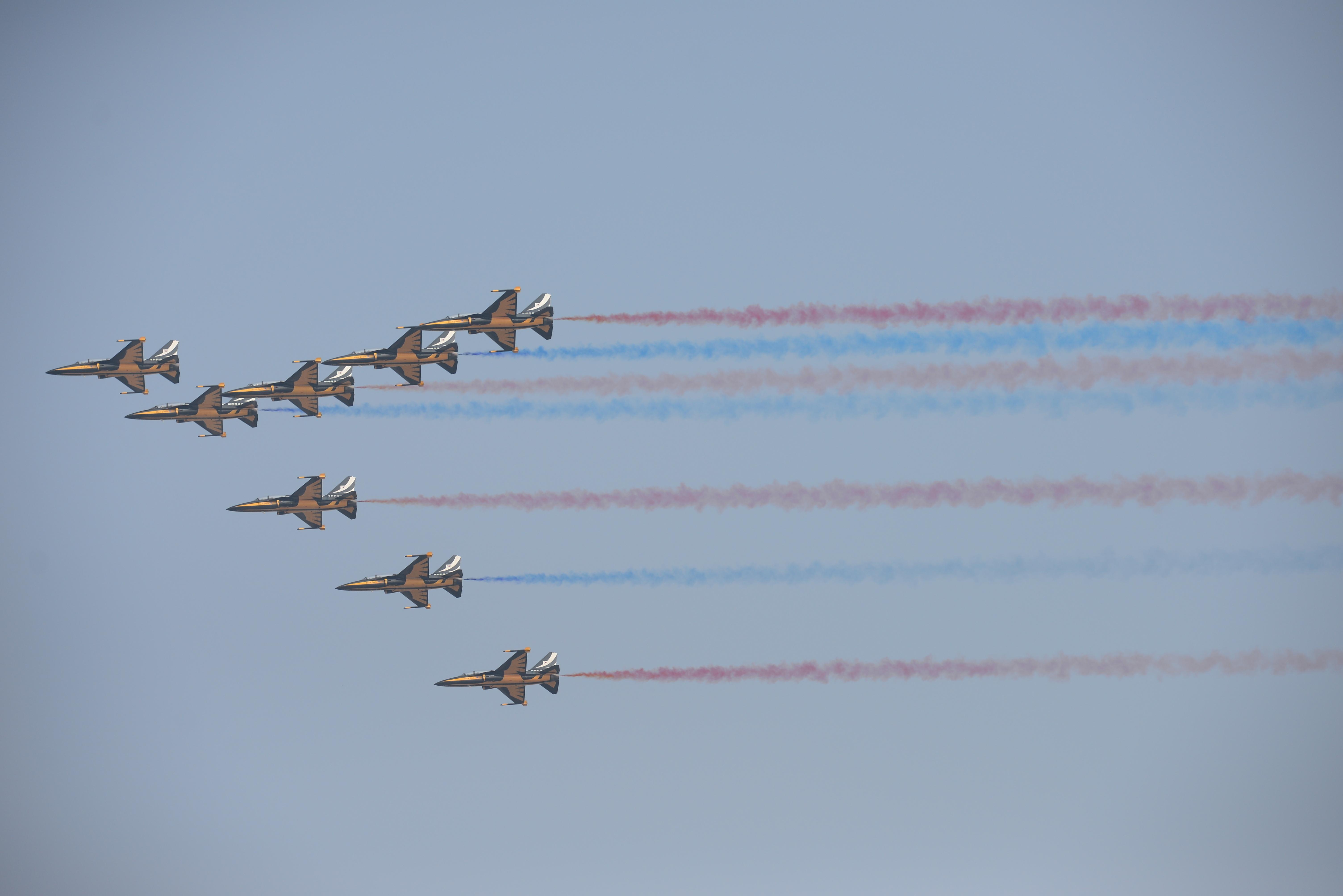 ニュース画像 3枚目:韓国空軍のブラックイーグルスも展示飛行、2015年の様子