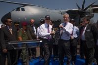 ニュース画像:エアバスDS、LIMA '15会場でマレーシア空軍へA400Mを正式納入