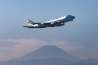 ニュース画像:トランプ大統領が搭乗するVC-25、横田から烏山空軍基地へ移動