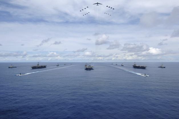 アメリカ海軍、空母打撃群3個が西太平洋地域で訓練 11月11日 ...