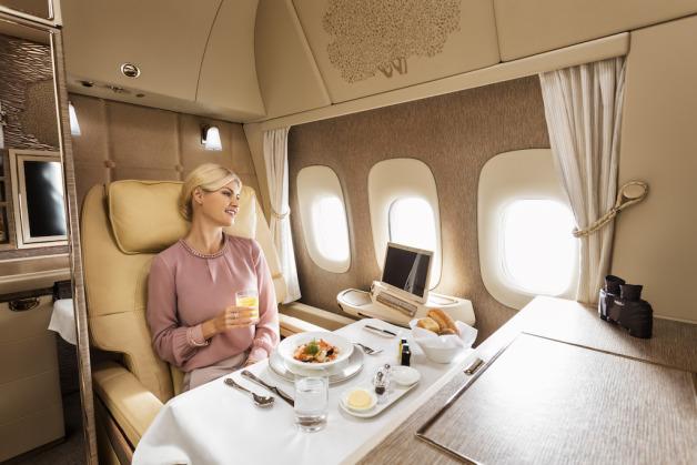 ニュース画像 2枚目:プライベート・スイートでの機内食イメージ