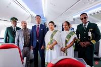 ニュース画像 1枚目:マダガスカル到着で記念撮影