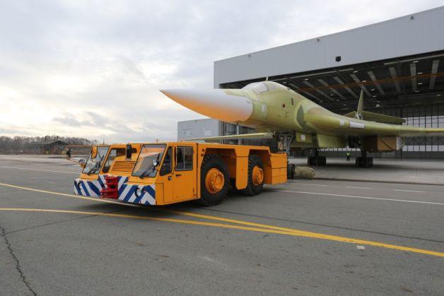 ニュース画像 1枚目:Tu-160 M2、ロールアウトの様子