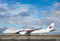 ニュース画像 2枚目:タキシングするマレーシア航空のA350