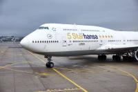 ニュース画像:ルフトハンザ、SKYTRAX「5スター」で特別塗装機 747-8とA320